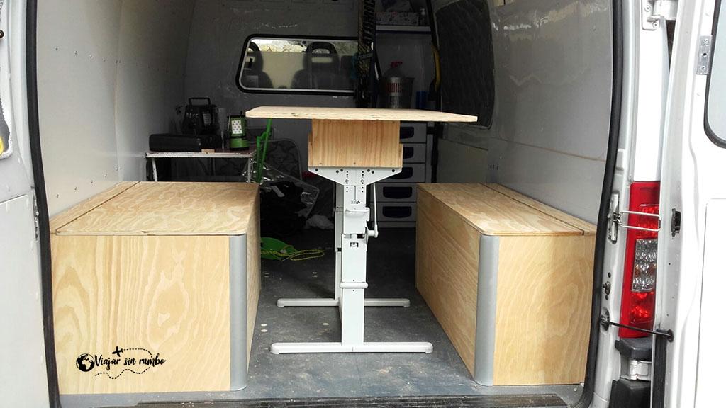 mesa y bancos furgoneta