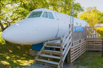 avion airbnb francia