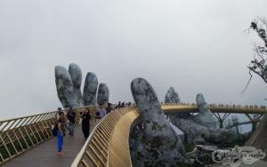 Puente manos de dios Da Nang